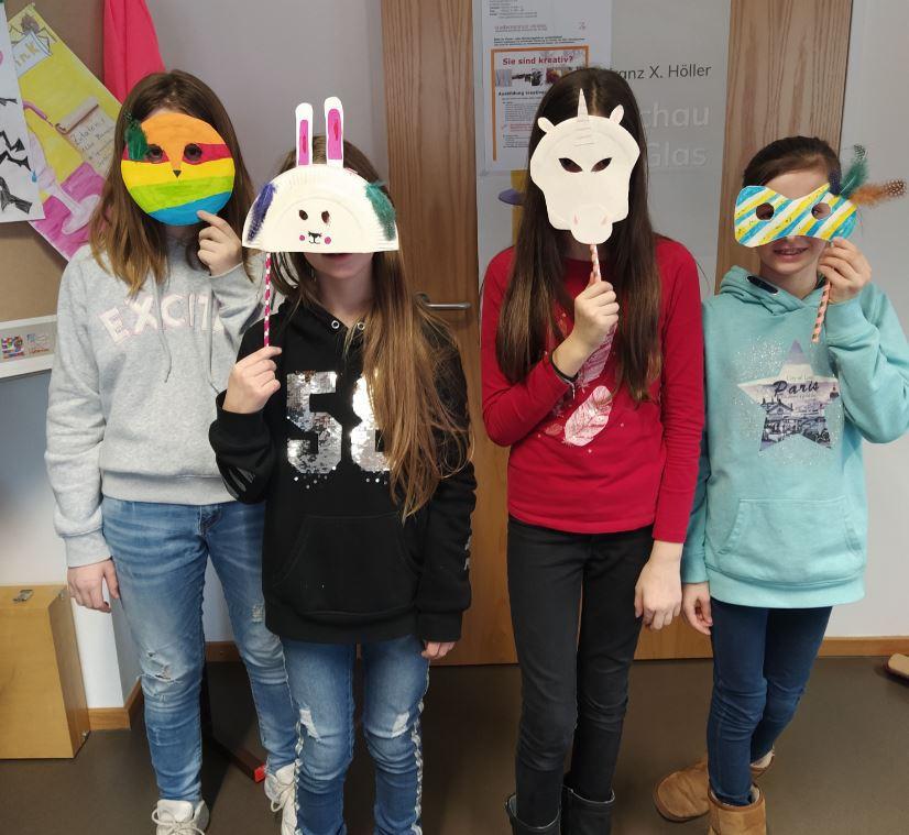 Ganztagesgruppe gestaltet Faschingsmasken