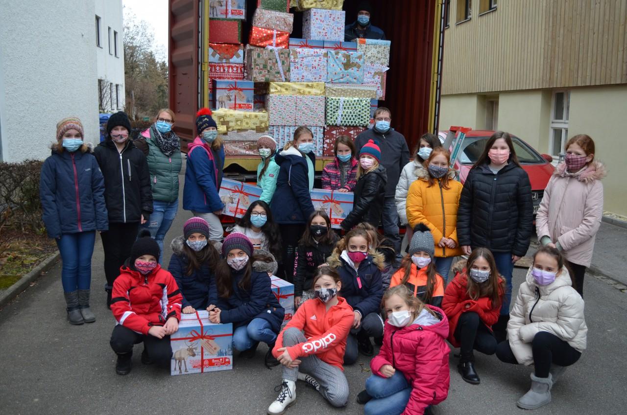 """Weihnachtstrucker - """"Geschenke mit Herz"""" an unserer Schule"""